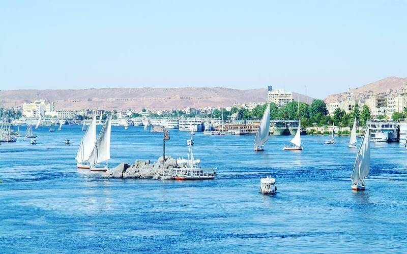 Enjoy a round trip Cruise between Luxor and Aswan for 7 nights.